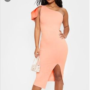 Pretty Little Thing peach dress